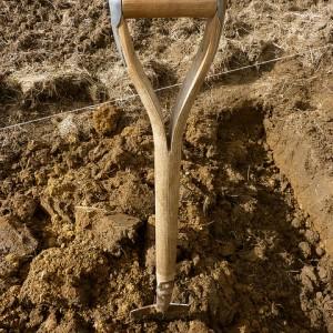 как правильно копать огород