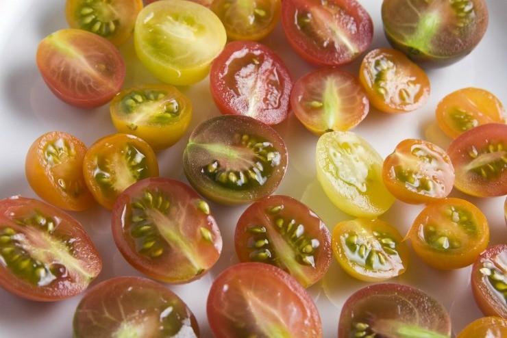 дольки томатов черри