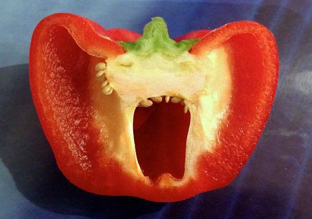 разрезанный плод перца