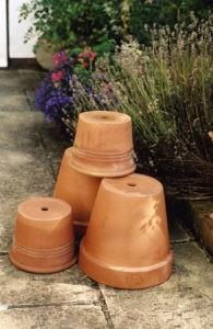 чистка глиняных горшков