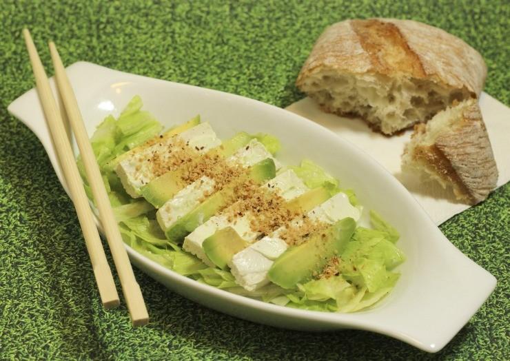 кусочки авокадо с сыром
