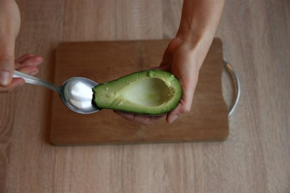 как удалить кожицу с авокадо