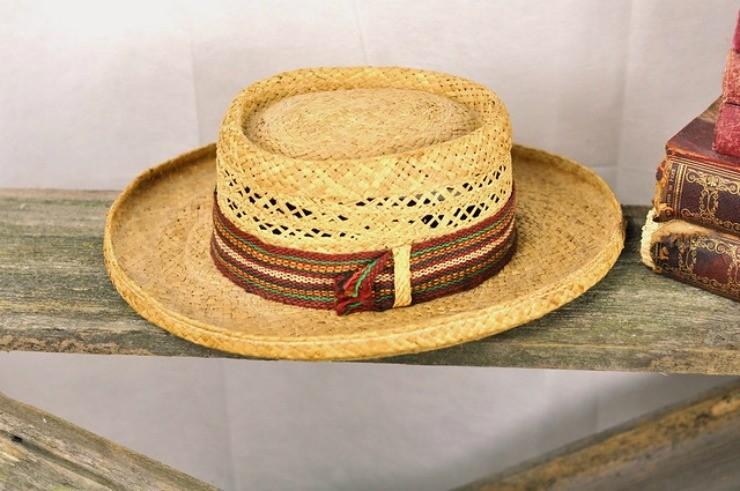 садовая шляпа с широкими полями