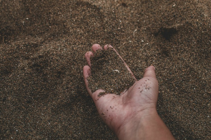 песчаная почва на участке